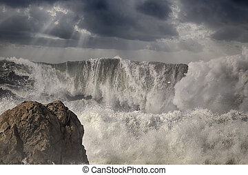Dramatic big breaking waves