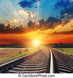 dramatique, coucher soleil, sur, chemin fer