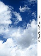 dramatique, nuages, sur, ciel bleu