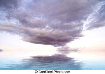 dramatique, nuages tempête, à, réflexion eau