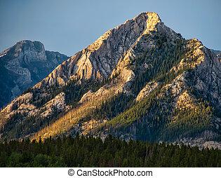 dramatisk, gult fjäll, bergstopp