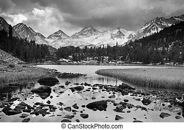dramatiske, landskab, bjerg, ind, sorte hvide