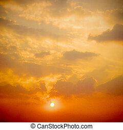dramatyczny, zachód słońca, wschód słońca, z, chmury