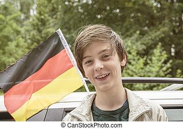 drapeau allemand, adolescent, devant, sourire, mâle