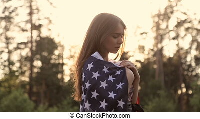 drapeau, coucher soleil, américain, girl, mains