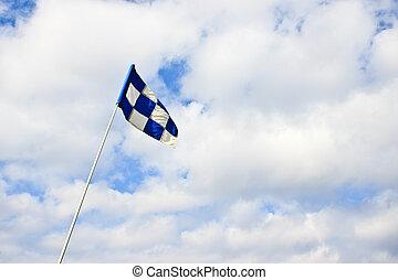 drapeau golf, ciel, contre