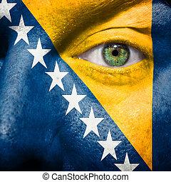 drapeau, peint, sur, figure, à, oeil vert, montrer, bosnie, soutien