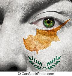 drapeau, peint, sur, figure, à, oeil vert, montrer, chypre, soutien