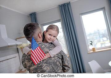 drapeau, peu, américain, mains, officer., girl