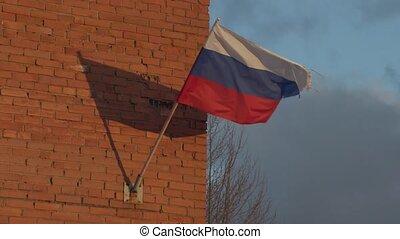 drapeau russe, battement des gouvernes, vent
