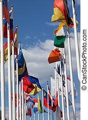 drapeaux, de, les, différent, pays, sur, a, fond, de, les, ciel bleu