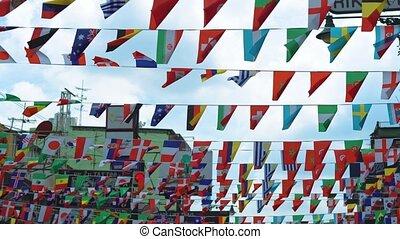 drapeaux, différent, rue, pendre, pays