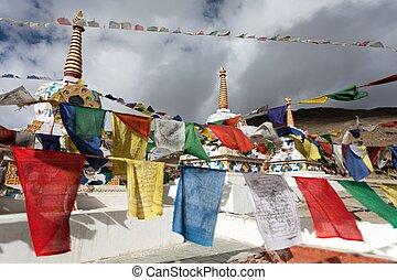 drapeaux, la, passe, -, pradesh, prière, inde, himachal, stupas, kunzum