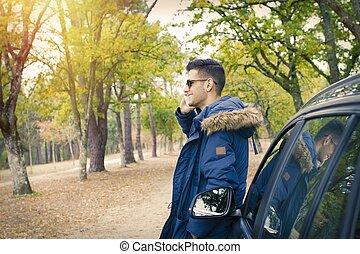 draußen, beweglich, auto, junger, telefon, erwachsener