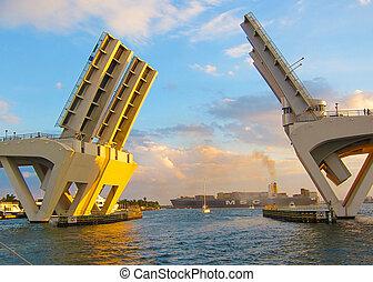Draw bridge opens in Ft Lauderdale