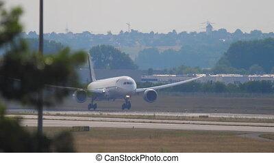 Dreamliner landing at runway 07L
