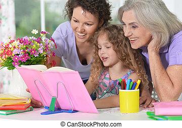 drei frauen, hausaufgabe, familie, eins, generationen