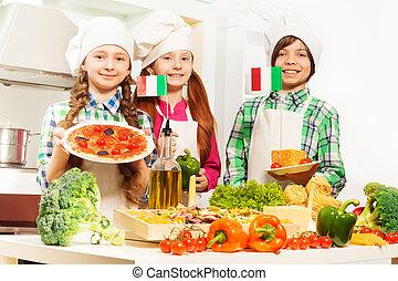 drei, kã¶che, mit, traditionelle , italienische speise, produkte