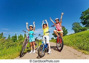 drei, kleine m�dchen, auf, a, fahrräder, outsides
