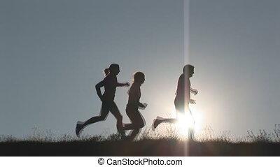 drei, läufer, auf, hügel
