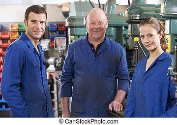 drei, maschinisten, in, arbeitsbereich, per, maschine,...