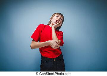 dreng, adolescent, europæisk, tilsynekomst, rummer, en, hånd på, den, kind, wrink