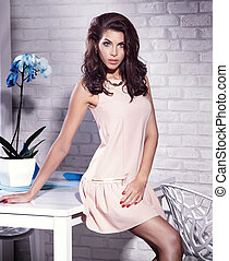 dress., 美しさ, 流行, 若い, ブルネット, ポーズを取る