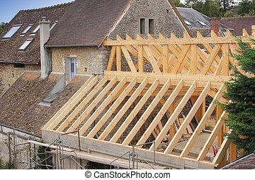 drewniana budowa, zbudowanie, dach