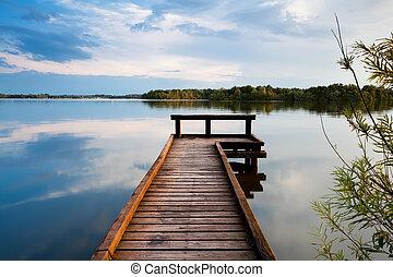 drewniane molo, na, jezioro