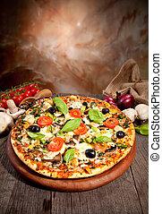 drewniany, świeży, zachwycający, stół, obsłużony, pizza