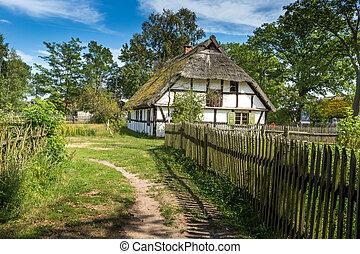 drewniany dom, polska, stary, kluki