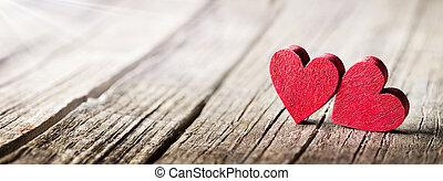 drewniany, dwa, światło słoneczne, wiejski, stół, serca