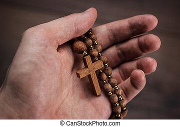drewniany, krzyż, w, ręka, z, ognisko, na, przedimek określony przed rzeczownikami, krzyż