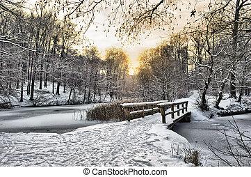 drewniany most, pod, śnieg
