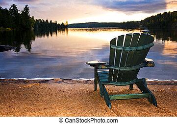 drewniany, plażowe krzesło, zachód słońca