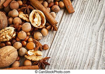 drewniany, przyprawy, orzechy laskowe, tło