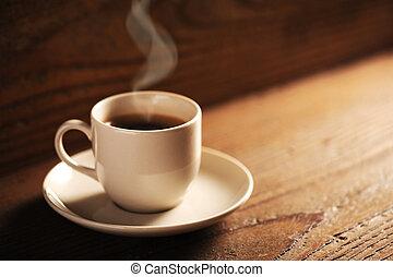 drewniany stół, filiżanka do kawy