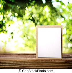drewniany stół, powitanie karta