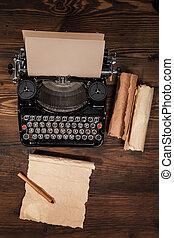 drewniany stół, stary, maszyna do pisania