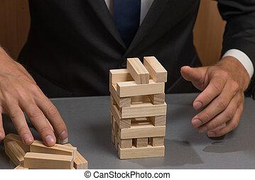 drewniany, wieża kloce, przedimek określony przed rzeczownikami, ręka, od, przedimek określony przed rzeczownikami, businessman., ryzyka, i, planowanie