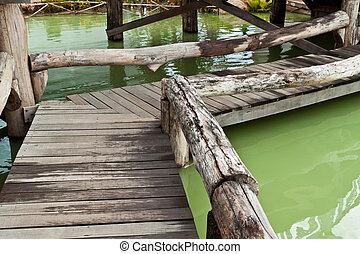 drewno, most