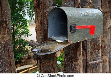drewno, na wolnym powietrzu, stary, płot, skrzynka pocztowa