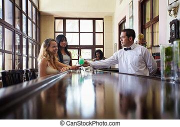 drickande, cocktail, pub, kvinnor