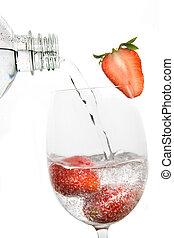dricksvatten, strömmat, över, färskt smultron, frukt