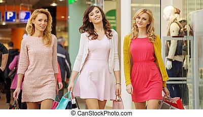 drie, dames, gedurende, de, winkelende dag