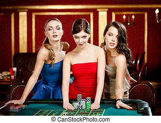 drie, dames, plaats een weddenschap, spelend, roulette