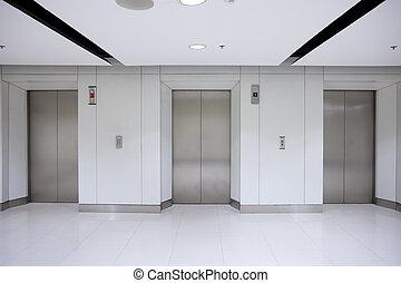 drie, elevator deuren, in, gang, van, de bouw van het bureau