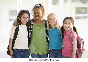 drie, kleuterschool, meiden, staand, samen