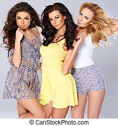 drie, sexy, chic, jonge vrouwen, in, zomer, mode
