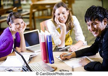 drie, universiteit, scholieren, studerend , samen